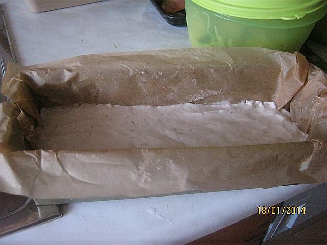 Bezlepkový chlieb - Cesto vložíme do formy